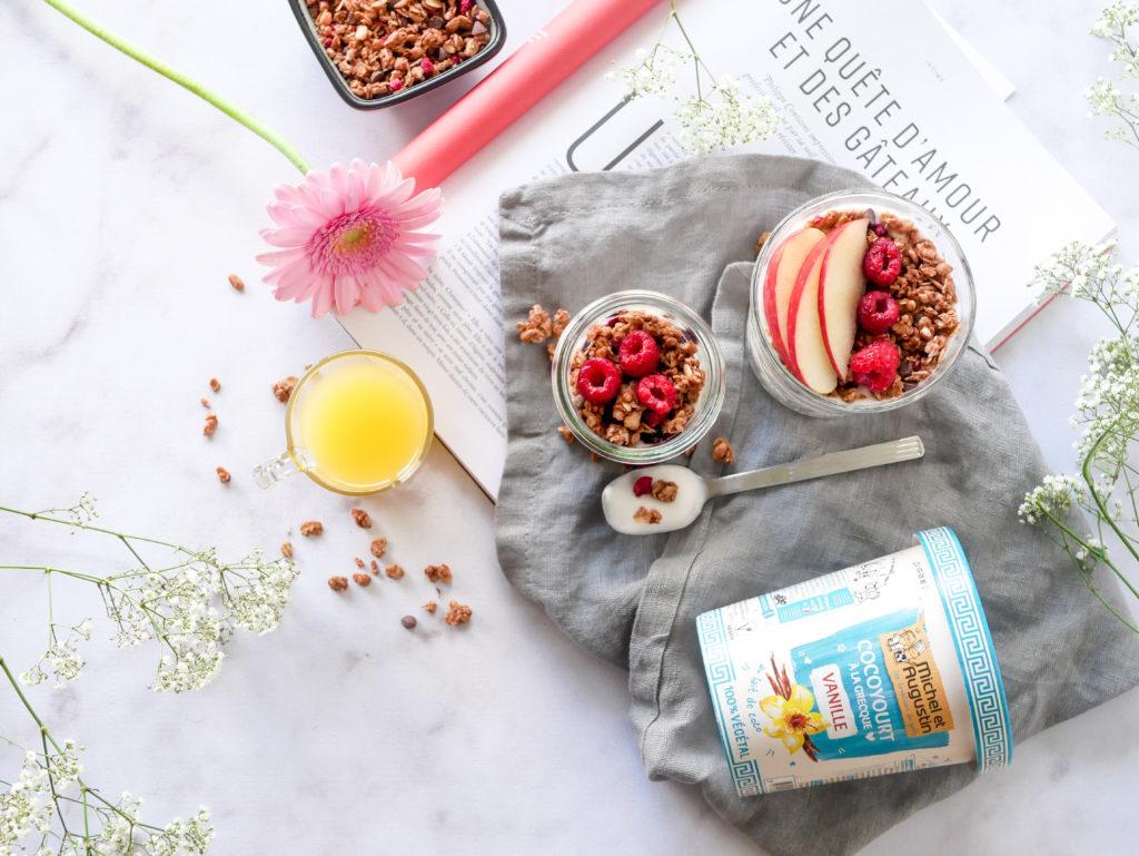 Idée de petit déjeuner avec le yaourt végétal de Michel et Augustin
